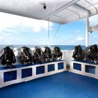 Дайв-дек на судне Galapagos Master