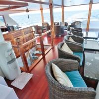 Сафарийная яхта Keana на Мальдивах. Бар