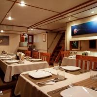 Дайвинг-сафари на Кокосе, судно Argo, обеденный зал