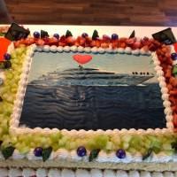 Яхта Neo для дайвинг-сафари в Египте на Красном море. Фирменный торт. Фотобанк RuDIVE
