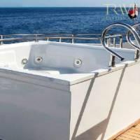 Яхта Neo для дайвинг-сафари в Египте на Красном море. Джакузи на открытой палубе
