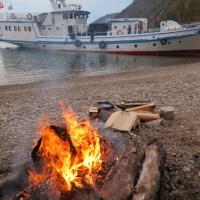 После дайвинга на озере Байкал. Костер на берегу. Дайвинг-сафари RuDIVE